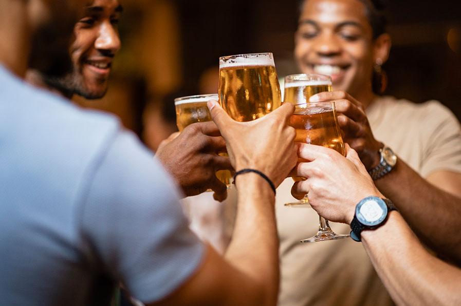 Como e por que o álcool afeta o sono?