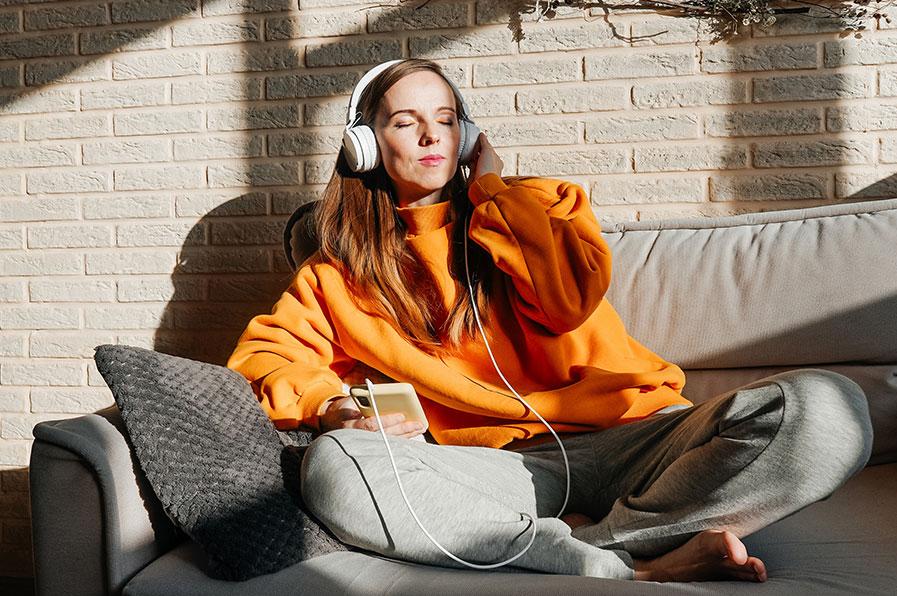 O que é o ASMR e como pode afetar o seu sono?