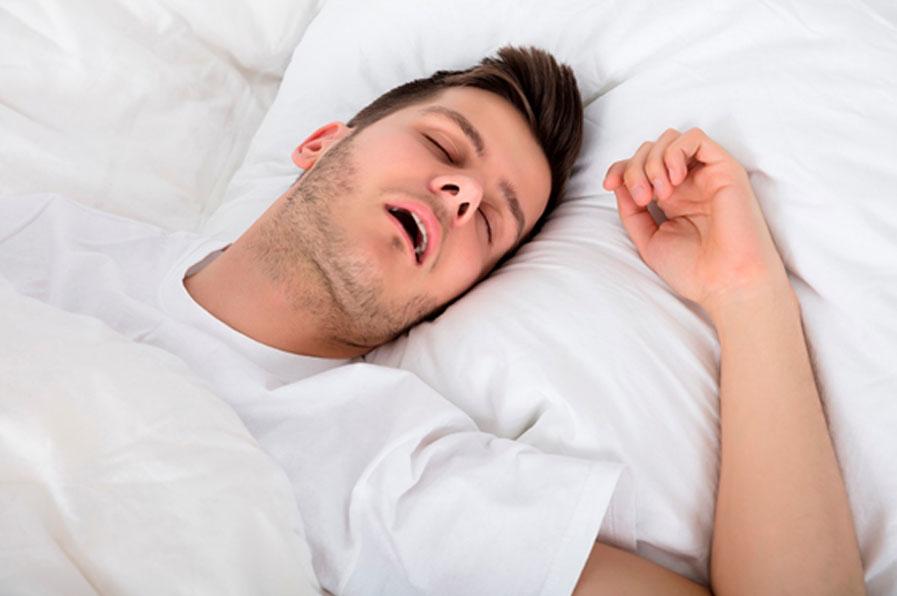 Rapaz com dificuldade em respirar ao dormir