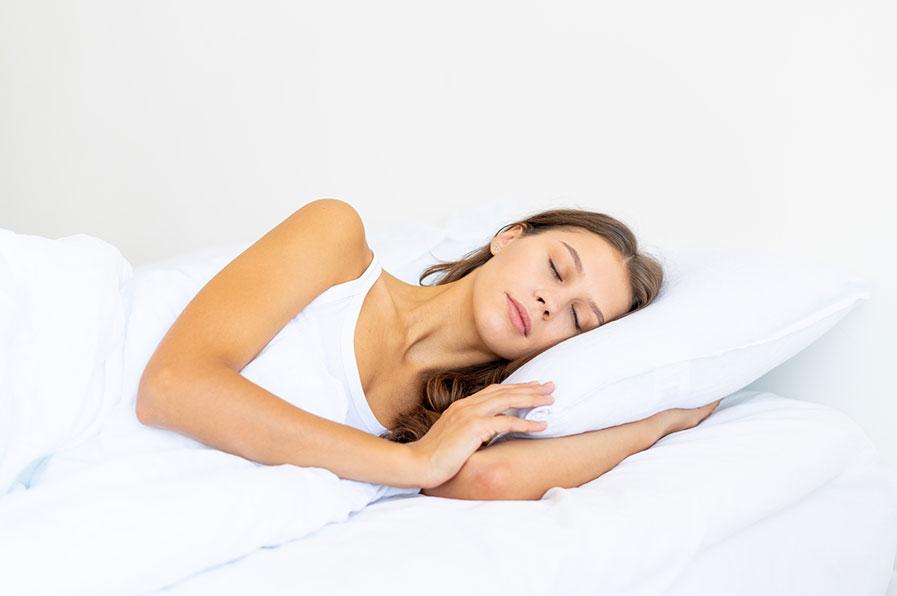Como as posições para dormir podem afetar seu sono e sua saúde