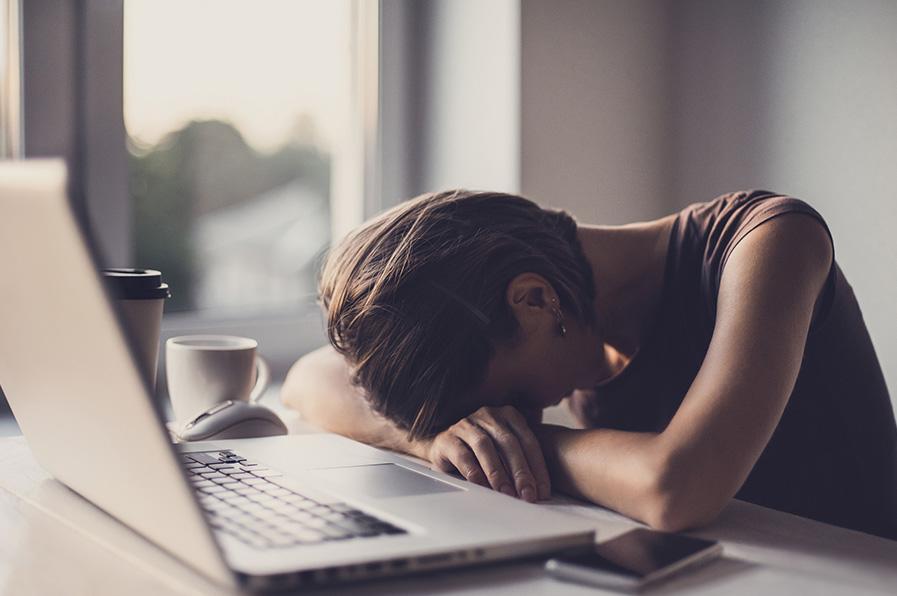 Covid-19 dá sono? Entenda se a sonolência está inserida entre os sintomas do novo coronavírus